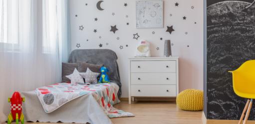 Naklejki naścianę dopokoju dziecięcego – pomysł naniepowtarzalne dekoracje