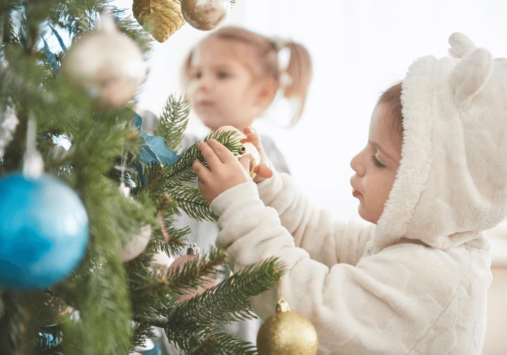 Sztuczna choinka świąteczna wpokoju dziecka, czytodobry wybór – poznaj fakty imity dotyczące tego rozwiązania!